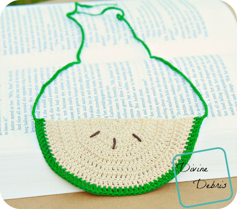 Crochet Apple Necklace by DivineDebris.com