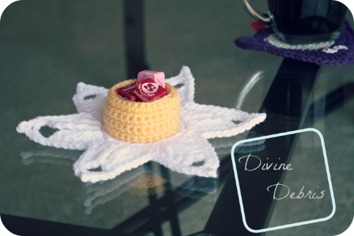 Darling Daffodil Candy Holder (free) crochet pattern by DivineDebris.com