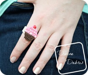 Chrissy Cupcake Ring free crochet pattern by DivineDebris.com