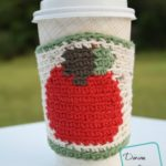 Apple Mug Cozy free crochet pattern by DivineDebris.com