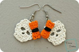 Sally Skulls Earrings: a free crochet pattern by DivineDebris.com