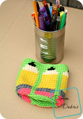 Dancing Pencils Cup crochet pattern by DivineDebris.com
