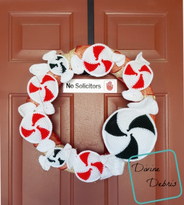 Peppermint Candies Wreath crochet pattern by DivineDebris.com
