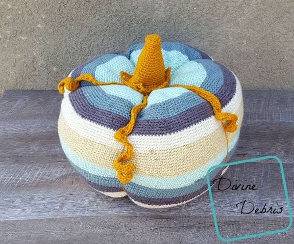 Big Ol' Pumpkin free crochet pattern by DivineDebris.com