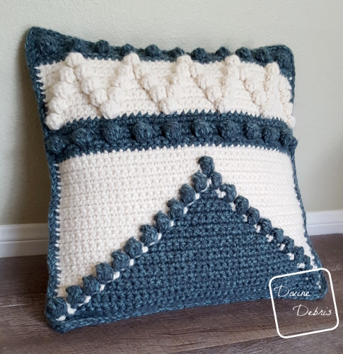 Pretty Bobble Pillow free crochet pattern by DivineDebris.com