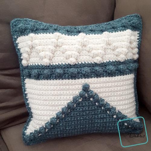 Pretty Bobble Pillow free crochet pattern by DivineDebris.com