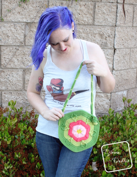 Make a fun flower inspired crochet bag with this bag from DivineDebris.com