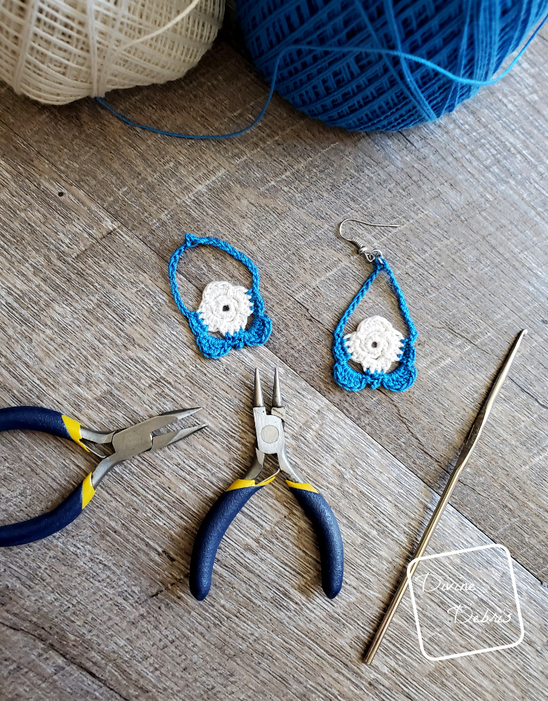 Learn to make the Abby Earrings from a free crochet pattern on Divinedebris.com
