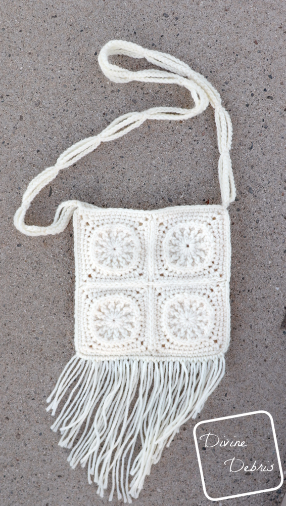 Learn to make the Cute Squares Purse from a free crochet pattern by DivineDebris.com