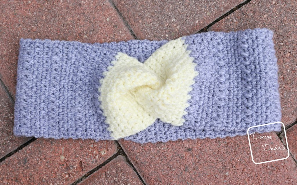 Learn to make the Whitney Headband, a crochet headband using the simple linen stitch combination, from a free crochet pattern on DivineDebris.com